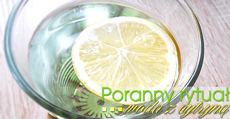 Poranny rytuał: woda z cytryną