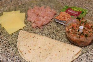 Quesadilla z kurczakiem i salsą pomidorową